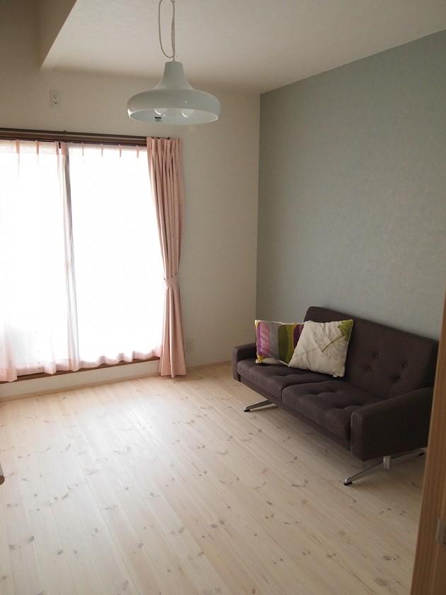 『洋室』白い床で北欧スタイル