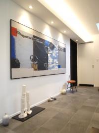 『ギャラリースペース』壁・天井に白を基調としたクロスを貼ることで、スタイリッシュかつモダンな空間を演出。