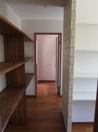 キッチンのすぐ横には大容量の通り抜けできる納戸を計画しました。