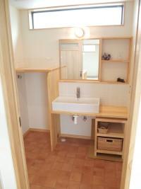 弊社オリジナルの洗面化粧台(洗面器はお好みのものを取付)